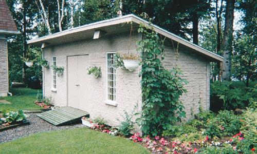Mortarless brick shed